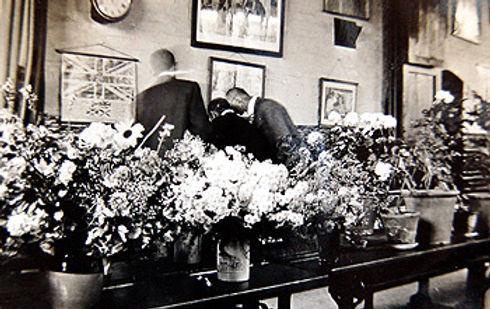 Dean Flower Show in the school in 1925 .