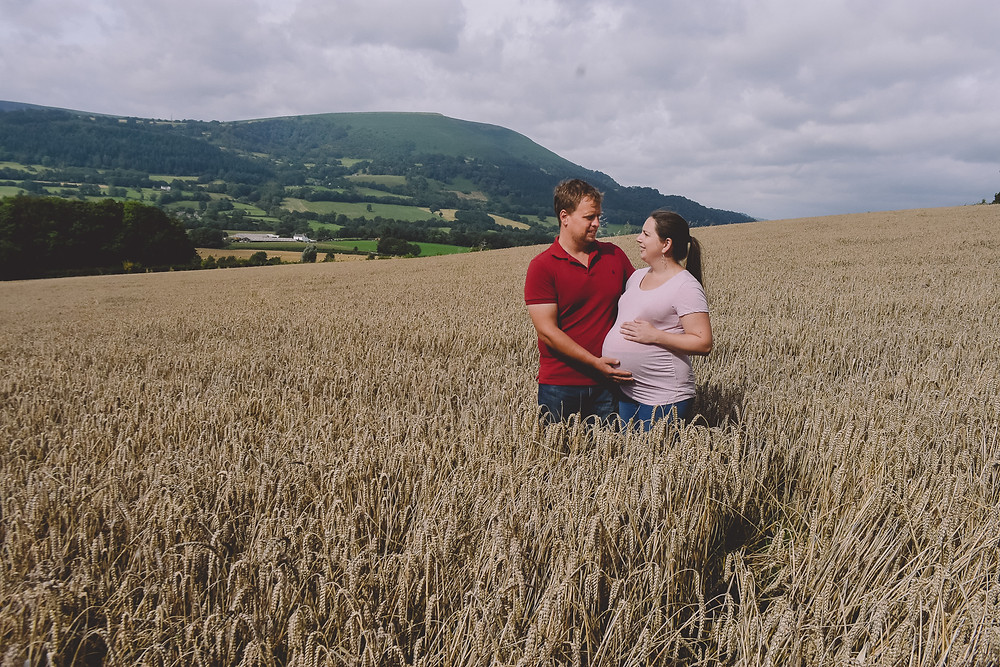 mobile pregnancy photography bristol wheat field mum and dad