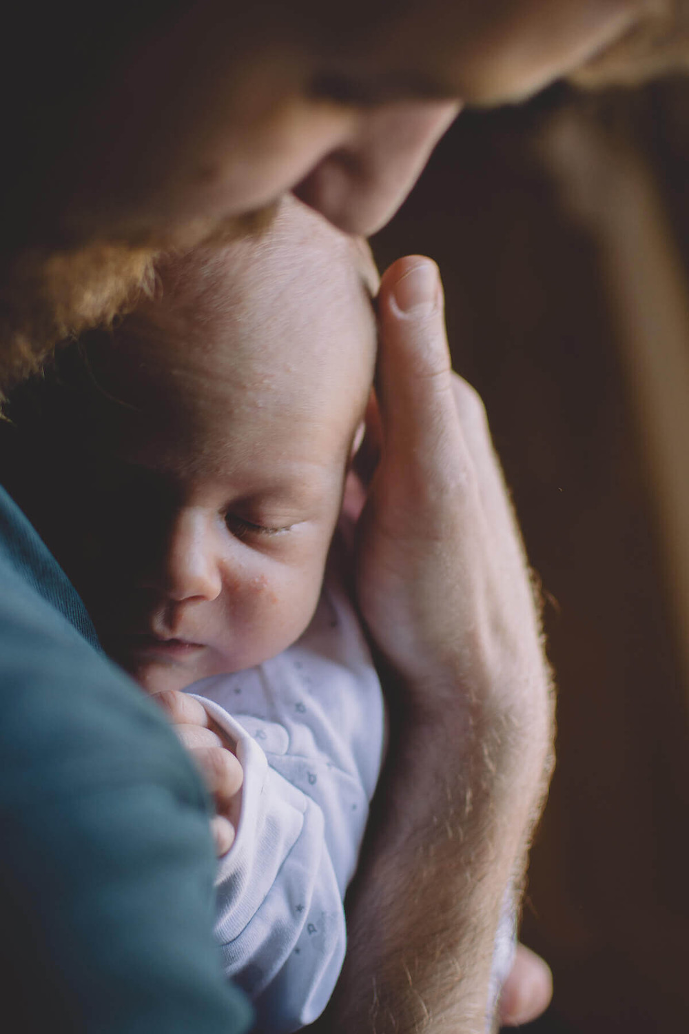 newborn baby sleeps on dads chest lifestyle newborn photos