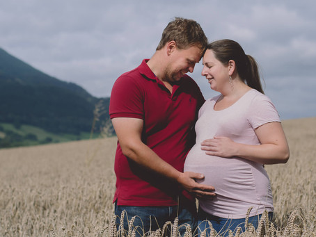 Bump Photoshoot South Wales - Choosing the Right Maternity Photographer - Easy steps to help.