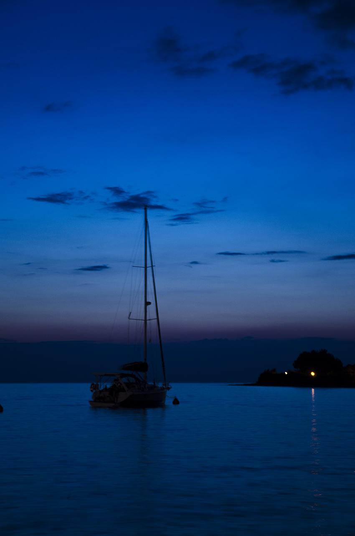 Schiff in Blau