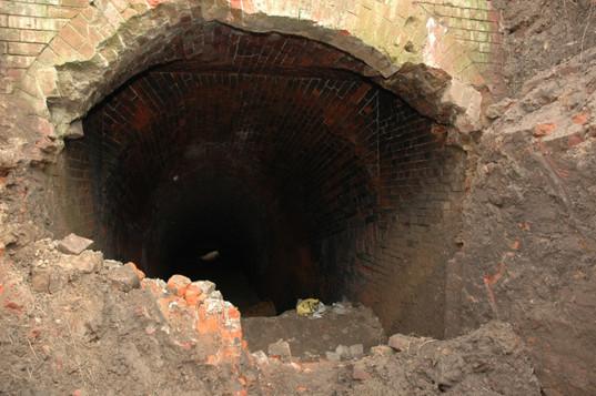 Вход в капонир в набережной части крепости