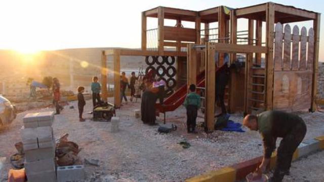 Plus que des terrains de jeux pour enfants dans les camps de déplacés