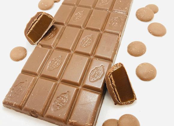 Tablette chocolat au lait fourré de praliné feuilleté caramel beurre salé