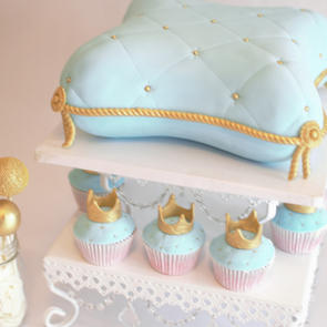 Royal Pillow Cake and Cupcakes