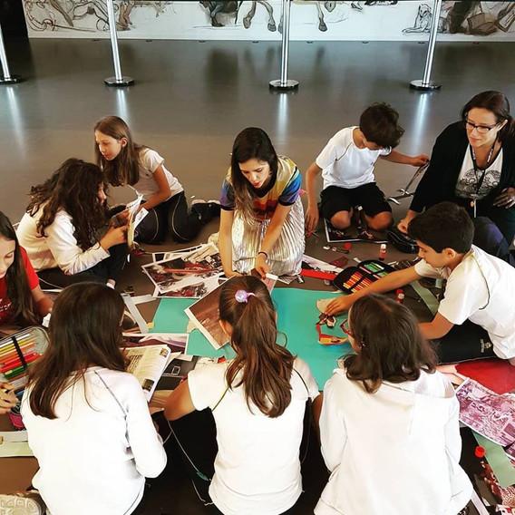doze oficinas para os alunos do Colégio Miguel de Cervantes, São Paulo