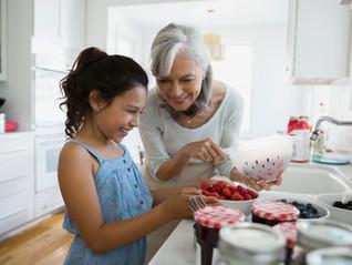 האם עצרתם פעם לחשוב כמה אתם חשובים בחייהם של הנכדים שלכם?