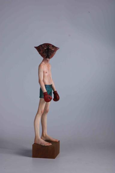 Yi Lun Lai 佩恩(Pain), 2020 Ceramic, Wood, Oil paint, H49 x W12 x D12 cm