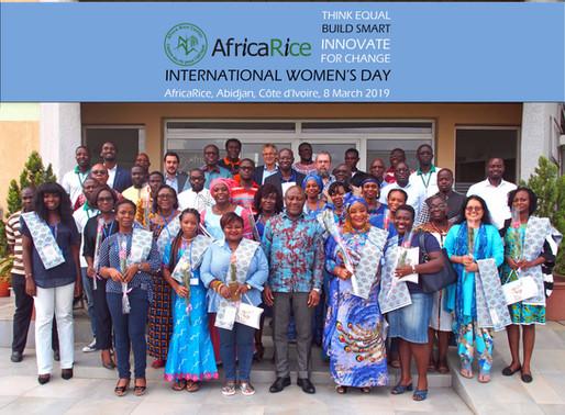 Innover pour le changement : Une championne de la transformation du riz en Afrique à l'honneur