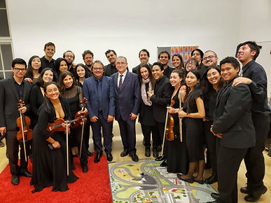 foto orquesta con Mauricio.jpg