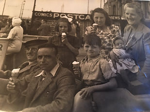 1940s Reilly family outing