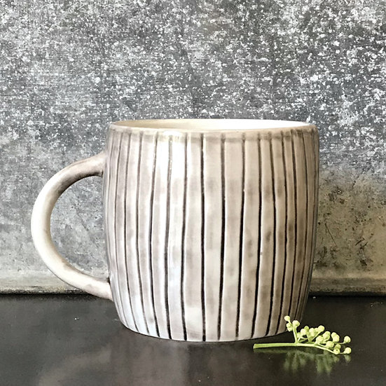 "Rustic Porcelain Mug ""Scratched Lines"" with Gift Box"