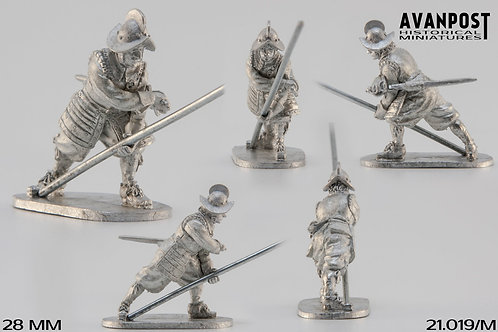 21.019-M Pikeman in Combat Formation