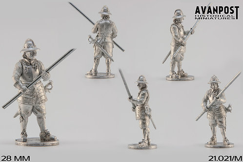 21.021-M Pikeman in Combat Formation