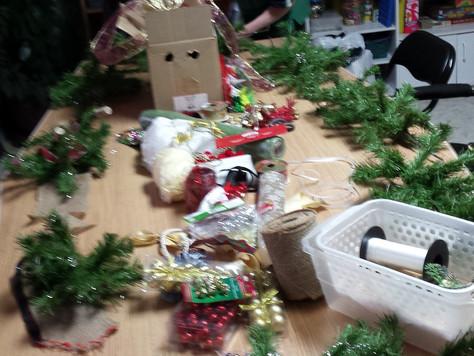 Préparation pour la vente aux Galeries et décoration de Noël à La Source. Décembre 2017