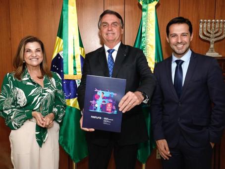 Presidente Bolsonaro e Ministro do Turismo recebem convites para o Festuris 2021