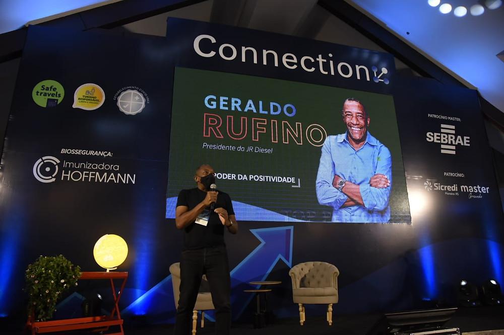 Geraldo Rufino (FOTO) palestrou no Festuris Connection, em Gramado, na manhã da quinta-feira, 06 de maio.