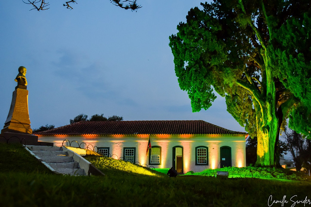 Localizada na Rua 14 de outubro,  384 e 370, no centro de Guaíba, a Casa de Gomes Jardim (FOTO) é um Patrimônio Histórico tombado pelo governo do Estado do Rio Grande do Sul, em 30 de novembro de 1994.