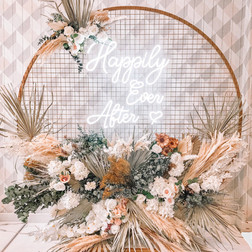 Gold mesh backdrop, dried florals and neon signage   Size - 1.8m