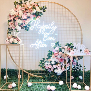 Gold mesh backdrop, neon signage and florals   Size - 1.8m