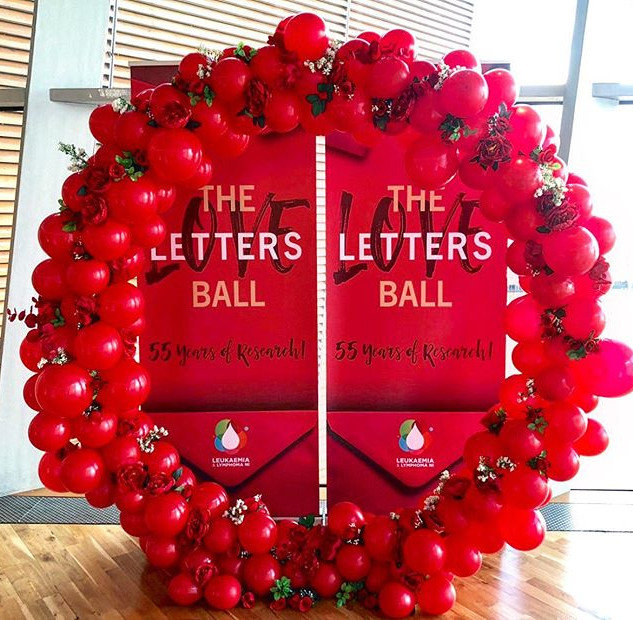 Red valentines balloon hoop