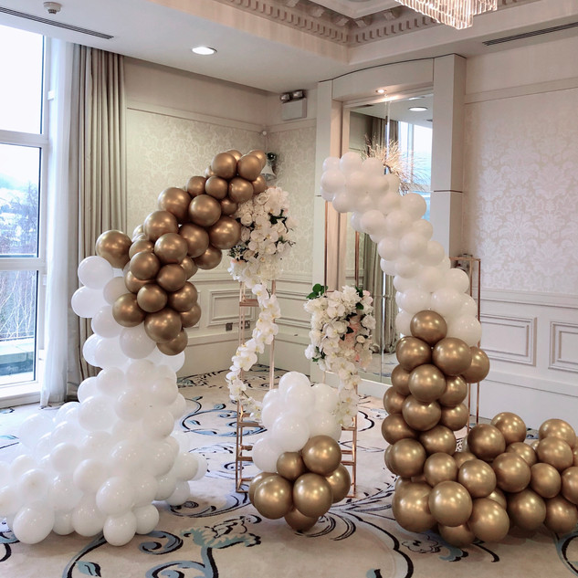Balloon towers   1.6m tall & 2m wide