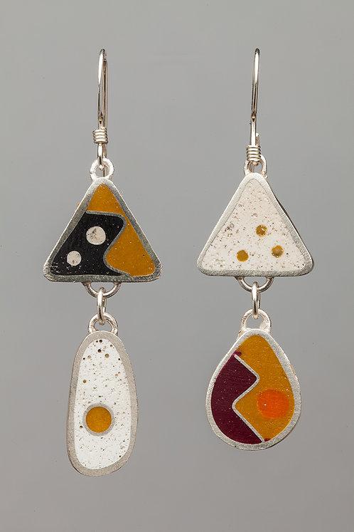 Resin bead earrings, white/sand
