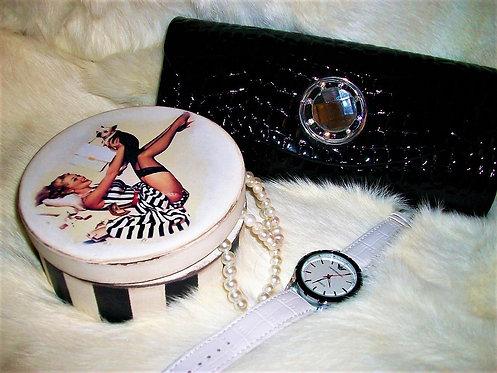 Drewniane pudełeczko na biżuterię lub inne klamoty :)