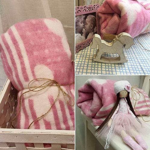 Cieplutki różowy kоcyk z wełny dla dziewczynki