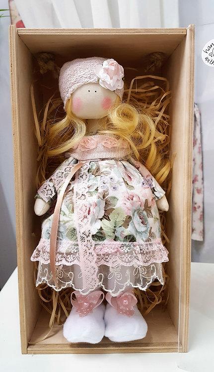 Laleczka, lalka Tykwogołowka w pudełeczku (rękodzieło)