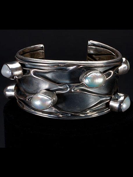 Baroque Pearl Textured Bracelet