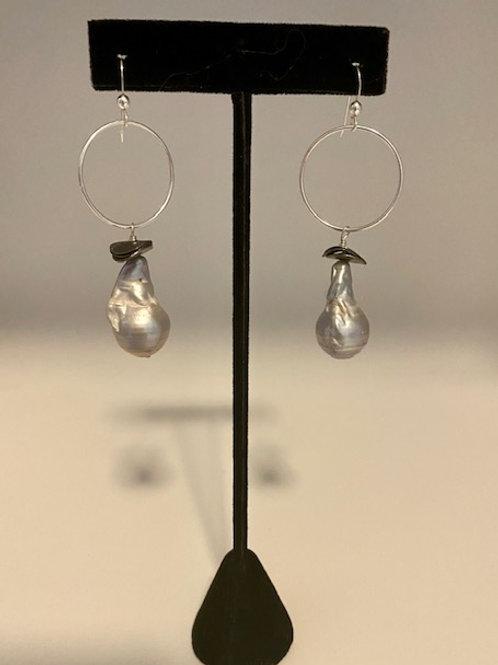 Baroque pearl hoop earring
