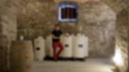 Emmanuel Poirmeur dans la cave de Socoa