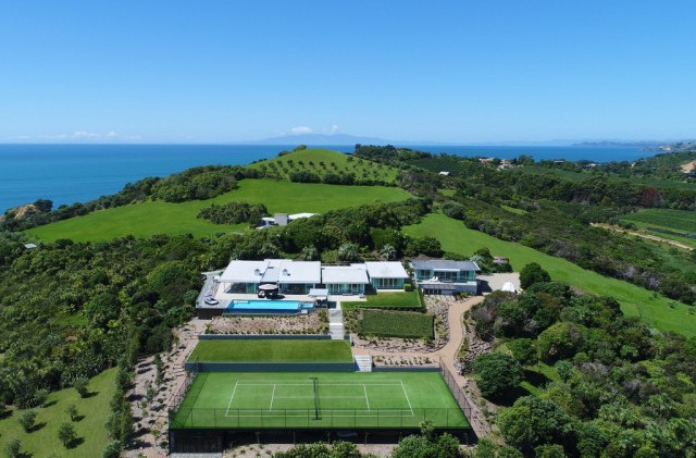 Waiheke Deck & Tennis Court