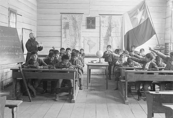 Padre Solan, escuela de Valdivia, hacia 1907