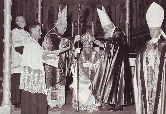 Consagración Episcopal de monseñor Valdés. 1956