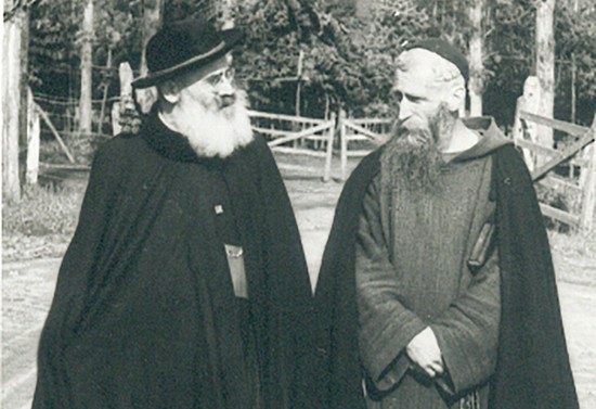 Paseando junto a monseñor Guido Beck de Ramberga en la Araucanía. Hacia 1956
