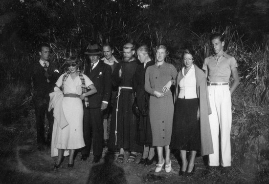 Junto a su familia en Los Pinos, Valdivia. Hacia 1937