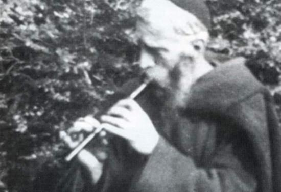 El padre Francisco Valdés, párroco de Pucón, tocando flauta. 1943-1956