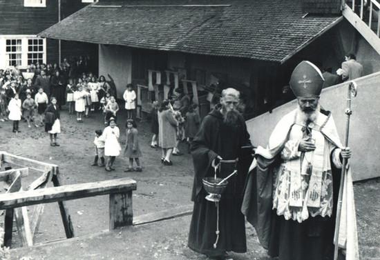 Bendición en Escuela Misional en Pucón, hacia 1950