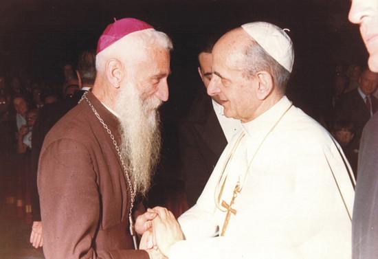 Monseñor Francisco Valdés con el Papa Pablo VI. Después de 1964