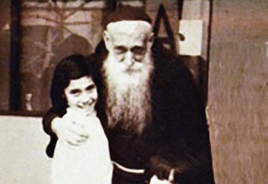 Padre Pancho con niños. Después de 1967