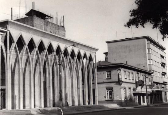 Catedral San Mateo Apóstol de Osorno en construcción, hacia 1982