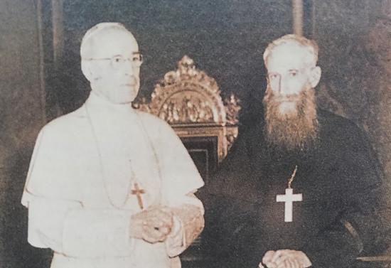 Monseñor Valdés con su Santidad Pío XII, 1958