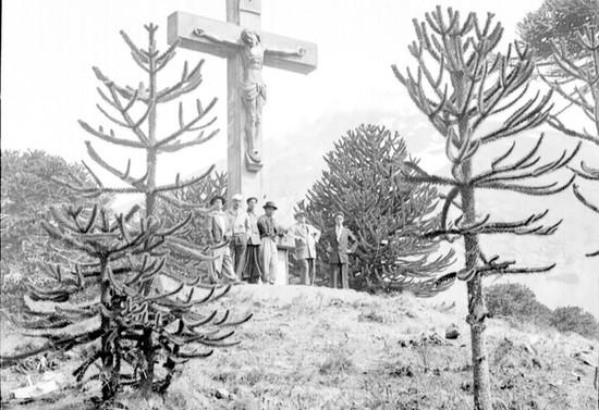 Cristo del Tromen, cruz original de madera, antes de 1954