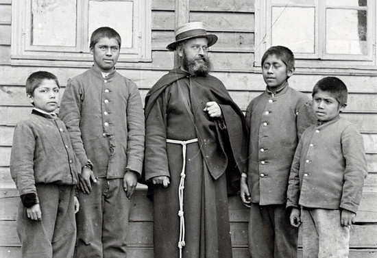 Capuchino con niños