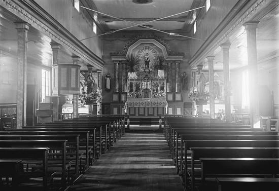 Interior de una capilla de la misión