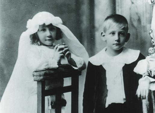Primera Comunión de María y Maximiano Valdés. 1913