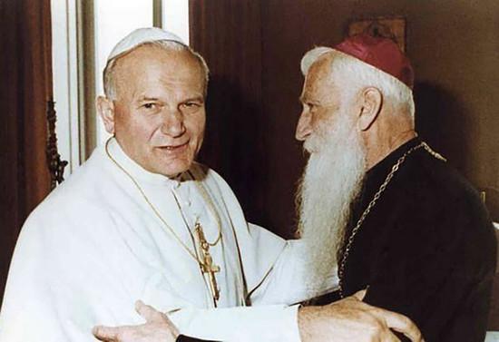 Monseñor Francisco Valdés con el Papa Juan Pablo II. 1979