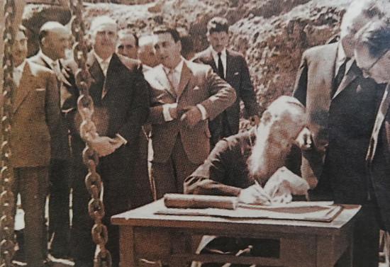 Ceremonia de la primera piedra de la nueva catedral de Osorno, junio de 1982